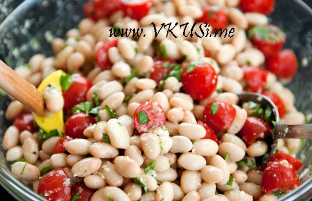 Бобена салата с чери домати