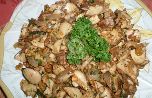 Манатарки с орехи и лук в масло