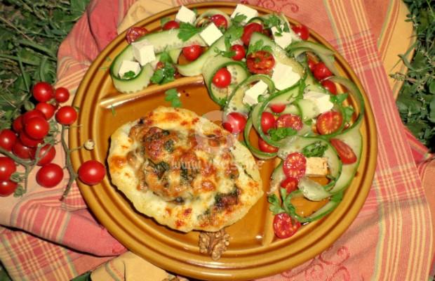 Салата с чери домати и краставица