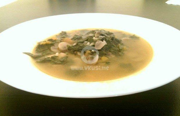 Супа със спанак и гъби