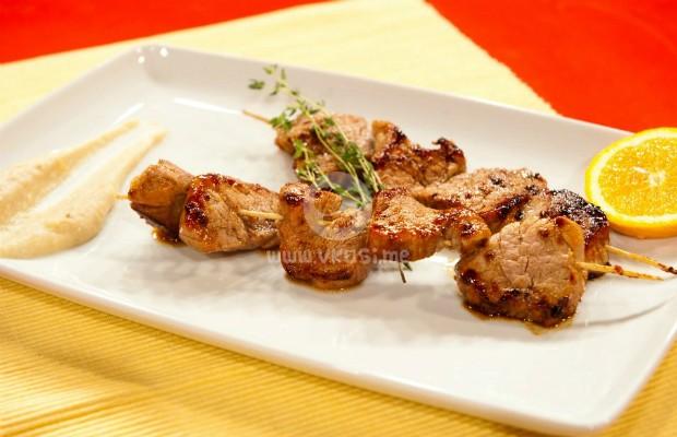 Свински шишчета с бананово-картофено пюре