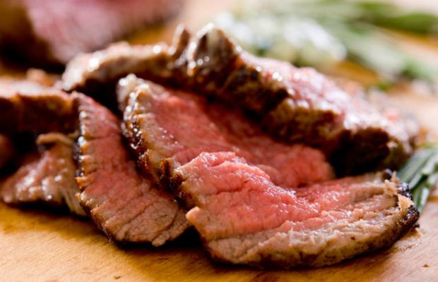 Червеното месо засилва риска от рак на гърдата