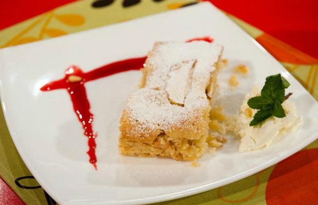 Кейк с ябълки и кедрови ядки