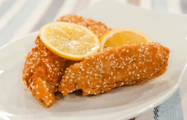 Панирани рибни филенца с джинджифилов сос