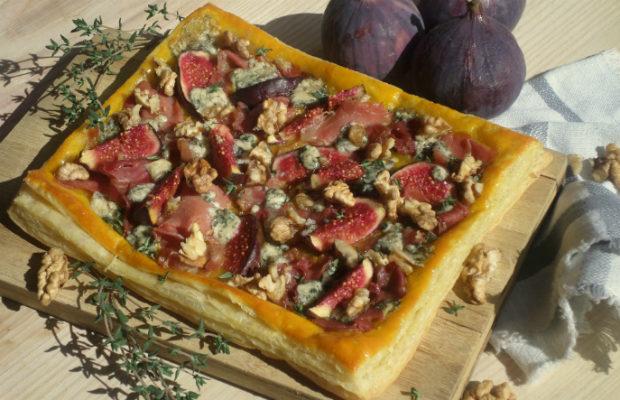 Тарта със смокини, прошуто, синьо сирене и ядки