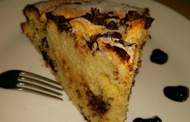 Сладкиш със сладко от боровинки и шоколад