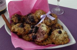 Овесени бисквити със сладко от къпини и кокос