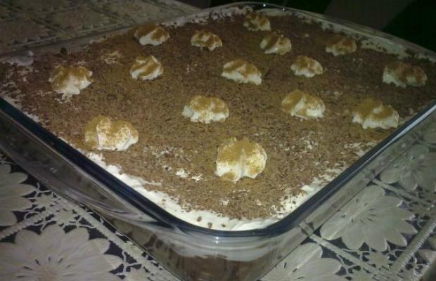 Бисквитена торта с ябълки