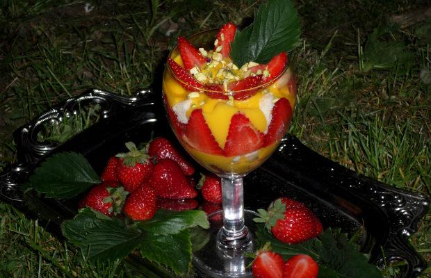 Трайфъл с ягоди и крем шампанско