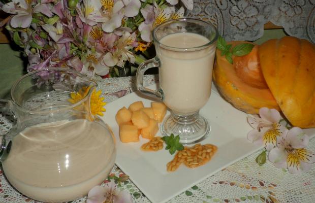 Мляко със семки от пъпеш
