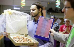 Руснак се венча за... пица