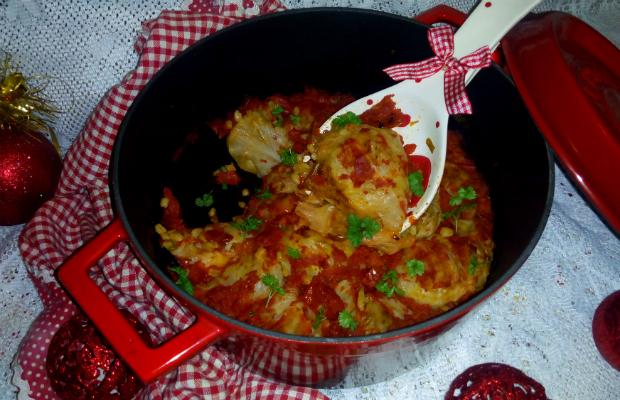 Постни сарми от прясно зеле с жито и сушени домати