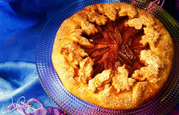 Плодов сладкиш с постно бисквитено тесто