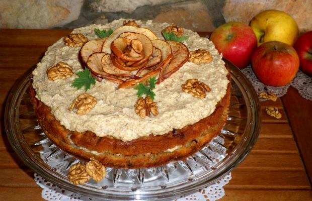 Ябълкова торта с орехов крем
