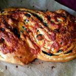 Хляб с маслини и сушени домати