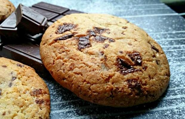 Лесни бисквитки с парченца шоколад