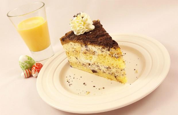Великденска торта с яйчен ликьор
