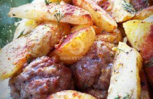 Пикантни картофки на фурна с кюфтенца