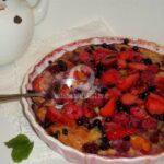 Здравословно клафути с праскови и горски плодове