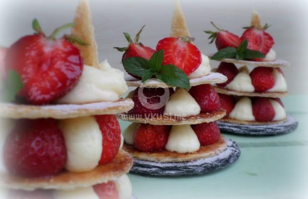 Милфьой с ягоди и крем Патисиер