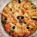 Хлебно ветрило с домати, шунка, кашкавал и маслини