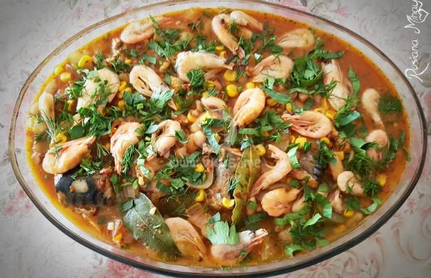 Скумрия в доматен сос със скариди