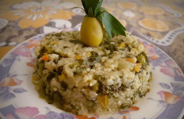 Спанак с ориз и лимонови корички