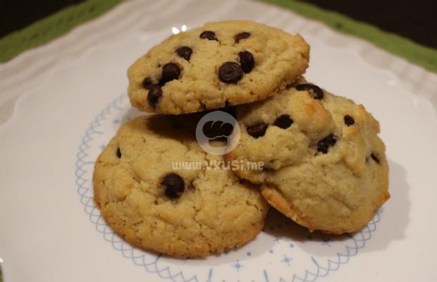 Бисквити с парченца шоколад