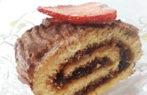 Руло с мармалад, шоколадов крем и ягоди