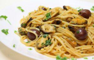 Спагети с миди и домати
