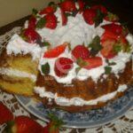 Кекс с ягоди и сметана
