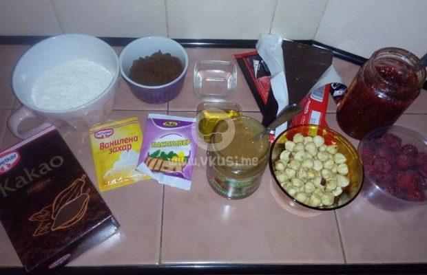 Тарт със зехтин, крем Джандуя и малини