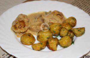 Пилешко на тиган с гъбен сос и пресни картофки