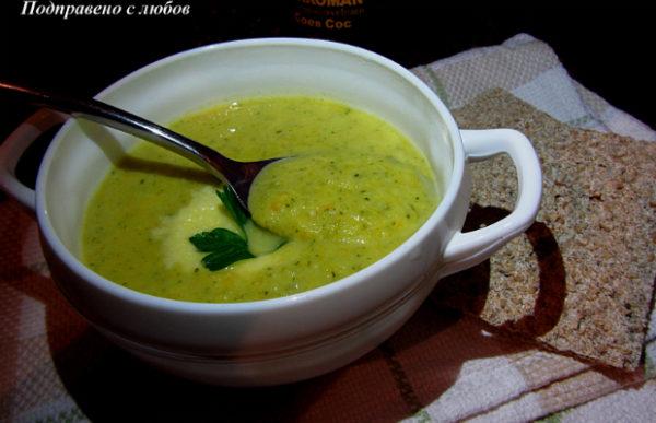 Крем супа от броколи с пармезан и соев сос