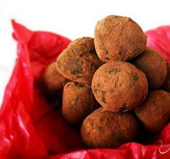 Шоколадови трюфели с лют червен пипер