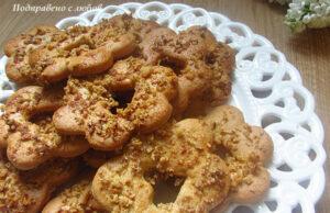 Бисквитки с орехова поръска
