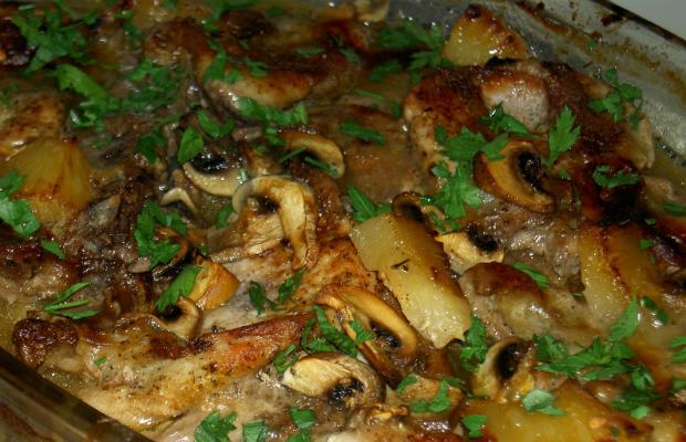 Пържоли на фурна с ананас и гъби
