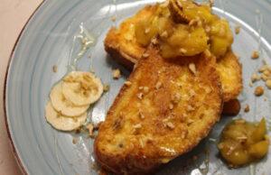 Пържени филийки от козунак с манго, банан и орехи