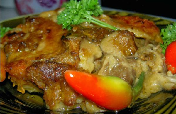 Свински каренца със сос от гъби пачи крак