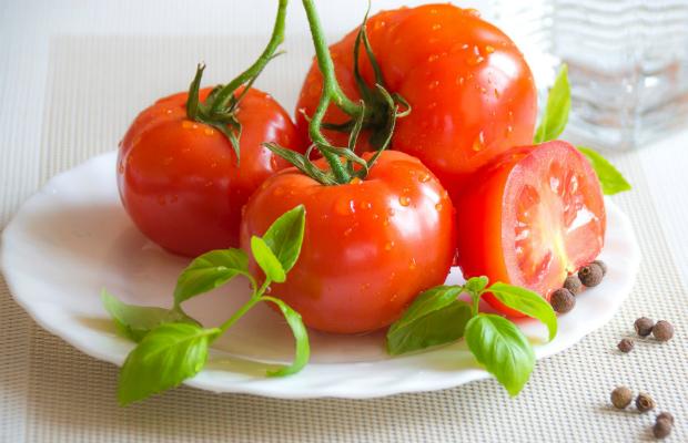 Защо мястото на доматите не е в хладилника?