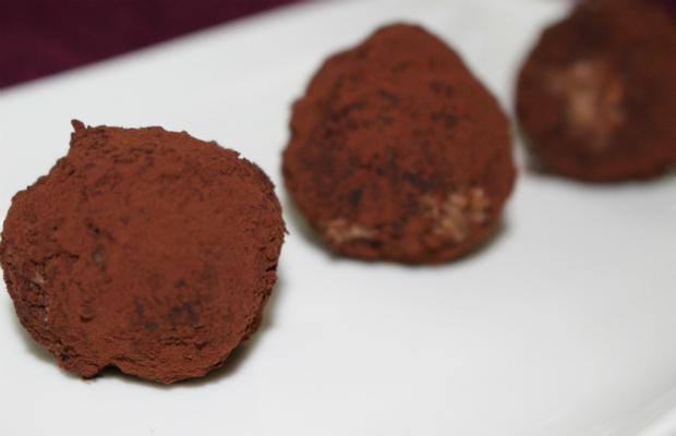 Сурови шоколадови бонбони с бейлис и сушени череши