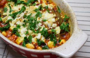 Патладжан на фурна с доматен сос и фета