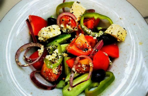 Традиционна гръцка салата