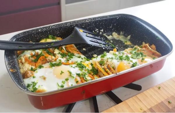 Огретен от сладки картофи, котидж и яйца