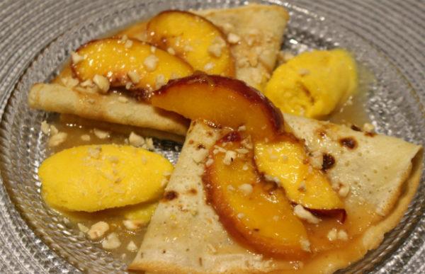 Палачинки със сос от праскови