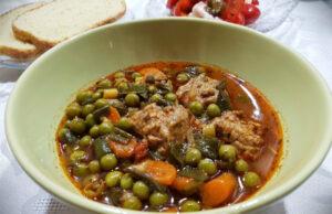 Яхния от грах с пресен чесън и кюфтенца