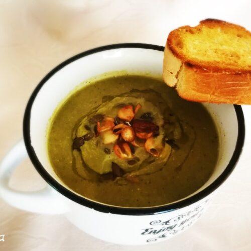 Постна крем супа от броколи с чипс от чесън