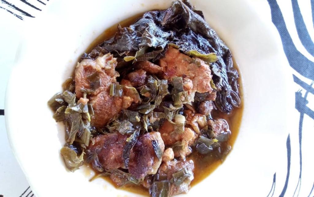 Месо с лозови листа