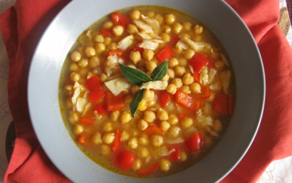 Ароматна супа от нахут и риба треска