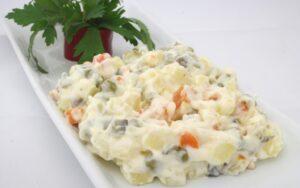 Учени: Руската салата без кисели краставички!